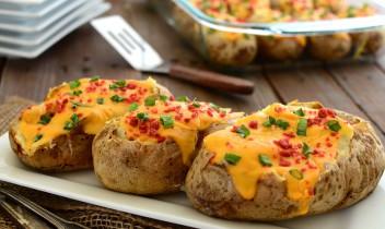 Cepeškrāsnī gatavoti pildīti kartupeļi