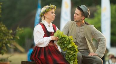 """Dziedātājs Nikolajs Puzikovs: """"Uz skatuves varu sevi iedomāties tikai """"Skroderdienu"""" Kārlēna lomā!"""""""