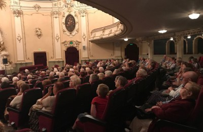 """Kinoteātris """"Splendid Palace"""" senioru seansā piedāvā noskatīties filmu """"Cita sieviete"""" ar Katrīnu Denēvu"""