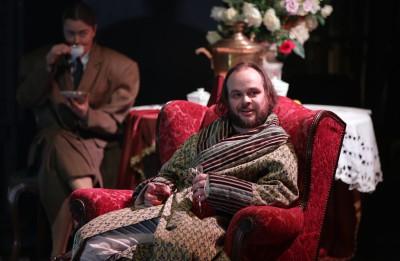 """Daugavpils teātrī tapis poļu režisores Lucinas Sosnovskas iestudējums """"Karamazovs"""""""