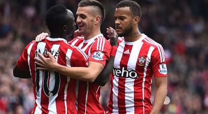 ''Southampton'' iesit četrus vārtus un sarūgtina Mančestras ''City''