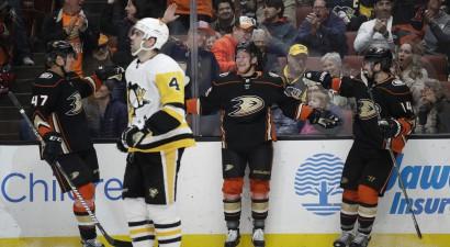 """""""Ducks"""" iemet četrus trešdaļā un pārtrauc """"Penguins"""" sēriju, """"Bruins"""" sagādā vilšanos Žiljēnam"""