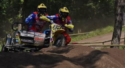 Bakss un Stupelis izcīna uzvaru pasaules čempionātā posmā blakusvāģu motokrosā