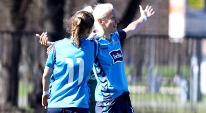 """""""Rīgas Futbola skolas"""" futbolistes sesto gadu pēc kārtas kļūst par Latvijas čempionēm"""