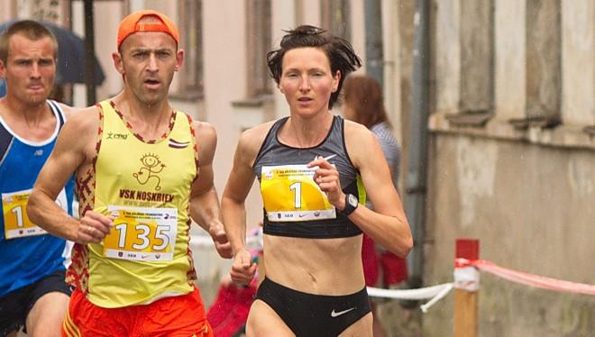Latvijas čempioni pusmaratonā - Prokopčuka un Žolnerovičs