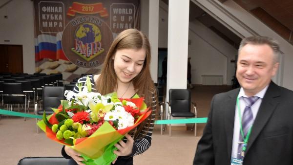Sieviešu dienā Česnokova saņem visvairāk ziedu un kļūst par PK fināla līderi