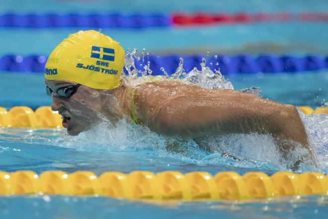 Šēstrema uzstāda jaunu pasaules čempionāta rekordu 100 metros tauriņstilā