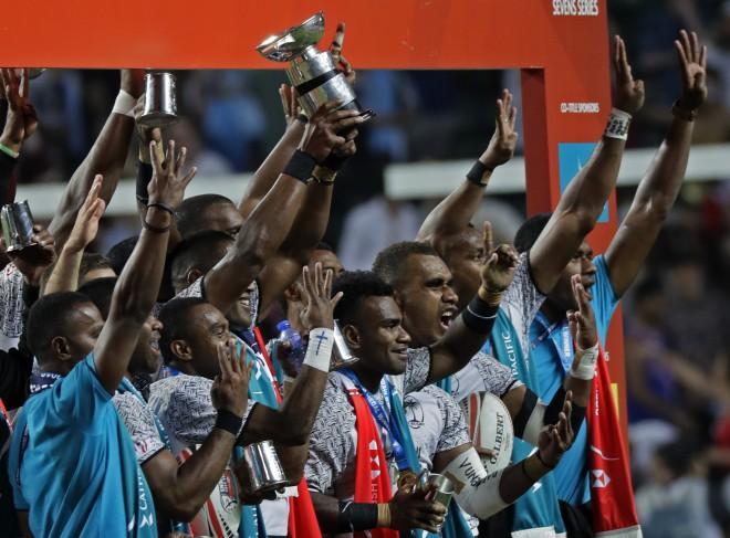 Kenija tiek līdz finālam, taču piekāpjas Fidži
