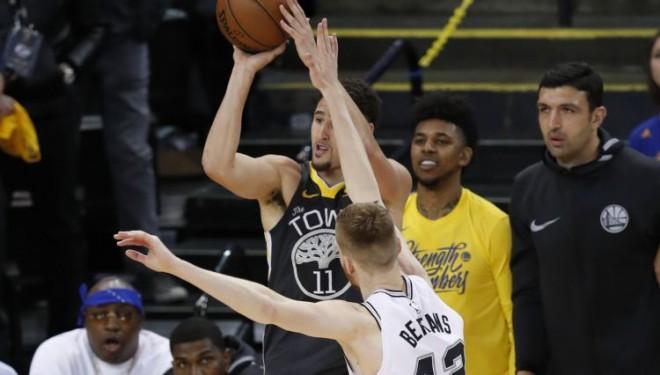 """Grūtā situācijā nokļuvusī """"Spurs"""" bez Popoviča uzņems """"Warriors"""""""
