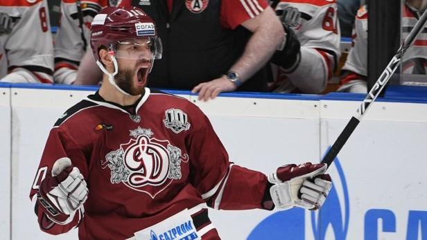 """Lauris Dārziņš arī nākamsezon spēlēs Rīgas """"Dinamo"""""""