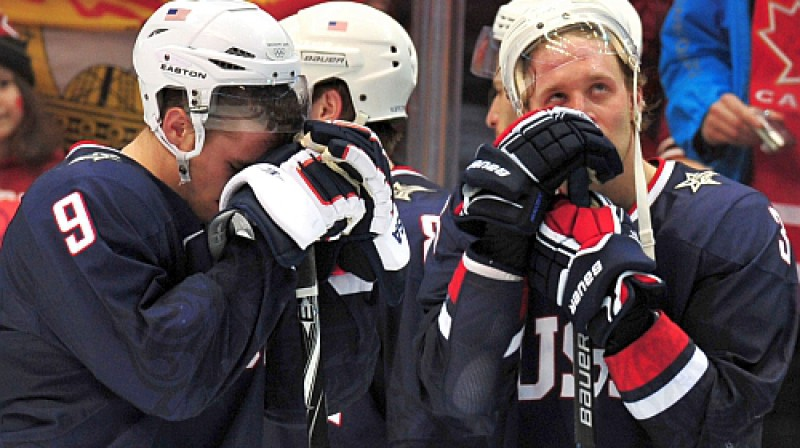 ASV hokejisti pēc zaudējuma olimpiādes finālā sudraba medaļas bija mazs mierinājums. Foto: AFP/Scanpix