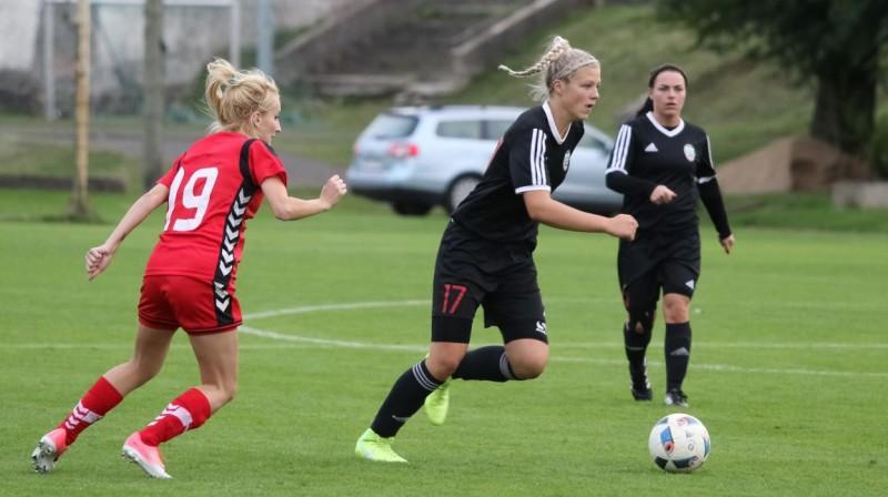 """Karlīna Miksone spēlē pret """"Rīgas FS"""" Foto: LFF"""
