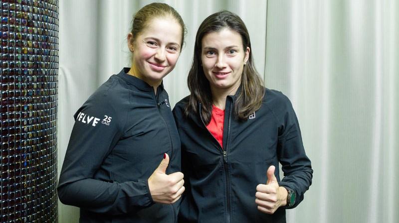 Aļona Ostapenko un Anastasija Sevastova. Foto: Dmitrijs Suļžics/f64