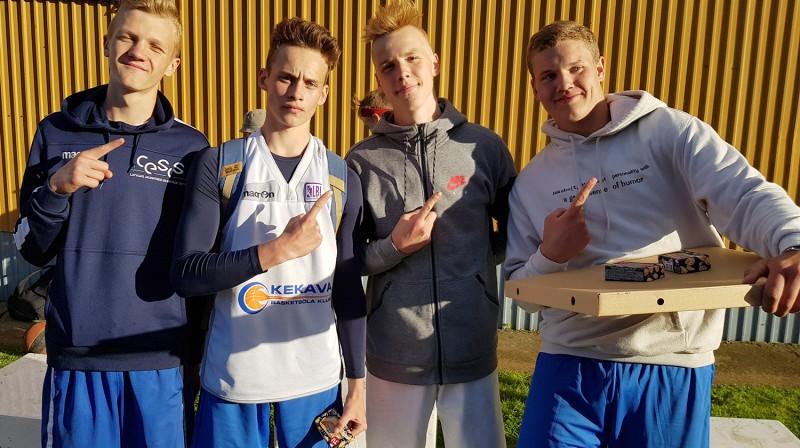 """Trīskātējie U16 grupas čempioni """"Noa"""" Foto: Renārs Buivids"""