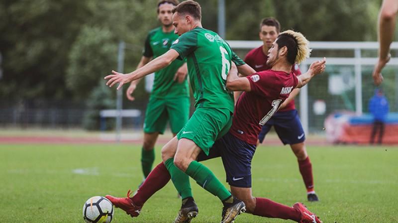 Eduards Emsis cīņā ar Nakano Rotaro Foto: FK Jelgava