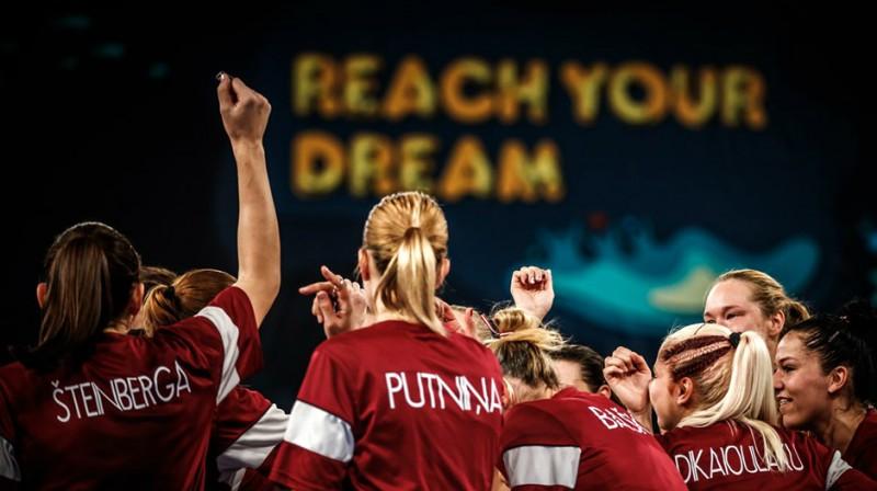 Latvijas sieviešu izlase Tenerifē  Foto: fiba.basketball/womensbasketballworldcup