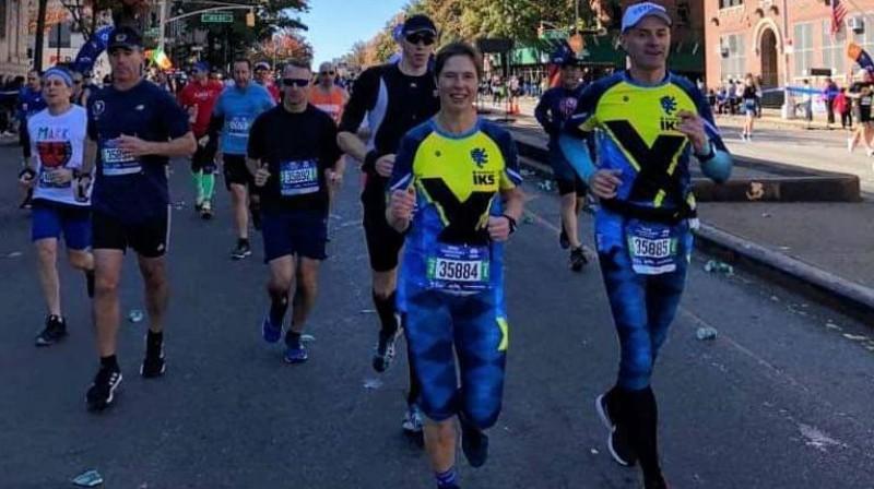 Igaunijas prezidente Kersti Kaljulaida Ņujorkas maratonā. Foto no prezidentes Facebook konta