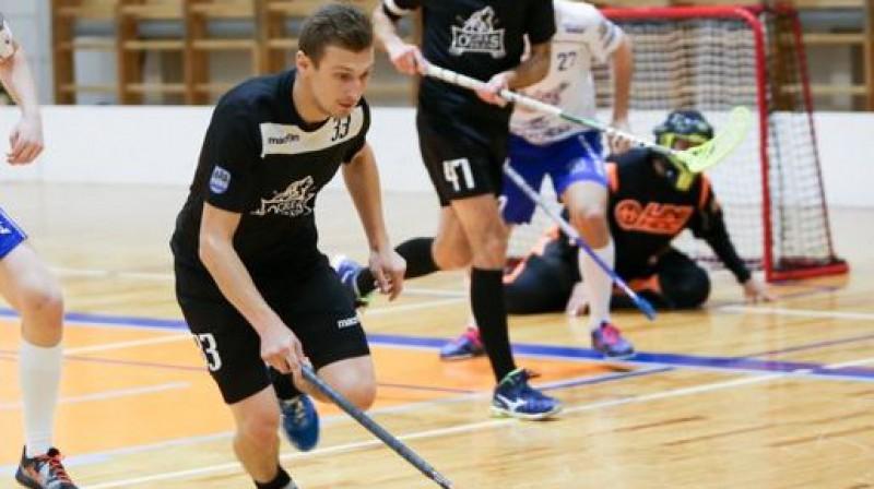 Iepriekšējā tikšanās reizē Elvijs Jankovskis nopelnīja piecu minūšu sodu Foto: Floorball.lv