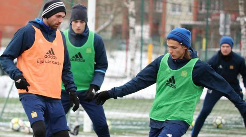 """Ingars Sarmis Stuglis (pa labi) """"Ventspils"""" treniņā. Foto: FK """"Ventspils"""""""