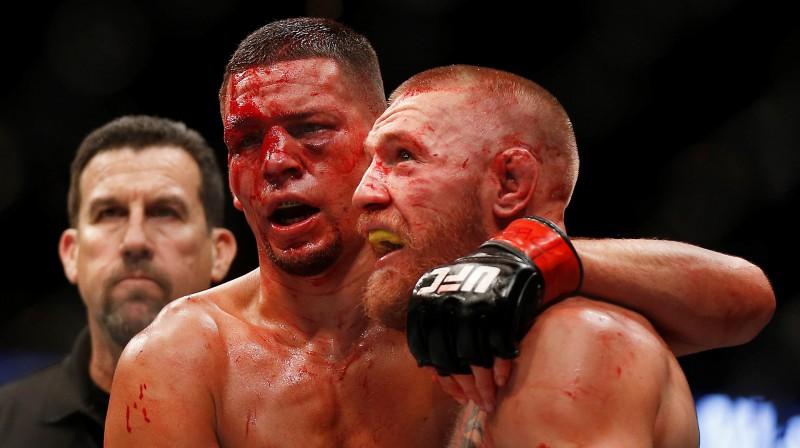 Neits Diazs un Konors Makgregors pēc cīņas. Foto: AP/Scanpix