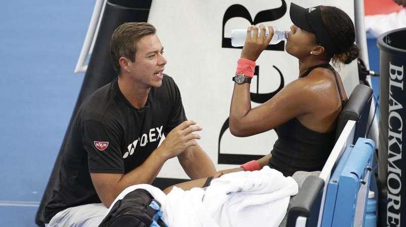 Saša Bajins un Naomi Osaka. Foto: AP/Scanpix