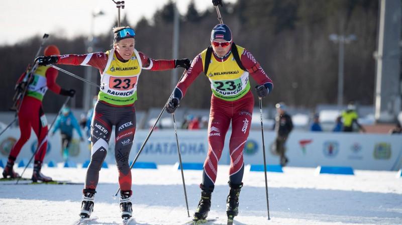 Baiba Bendika nodod stafeti Andrejam Rastorgujevam. Foto: Latvijas Biatlona federācija