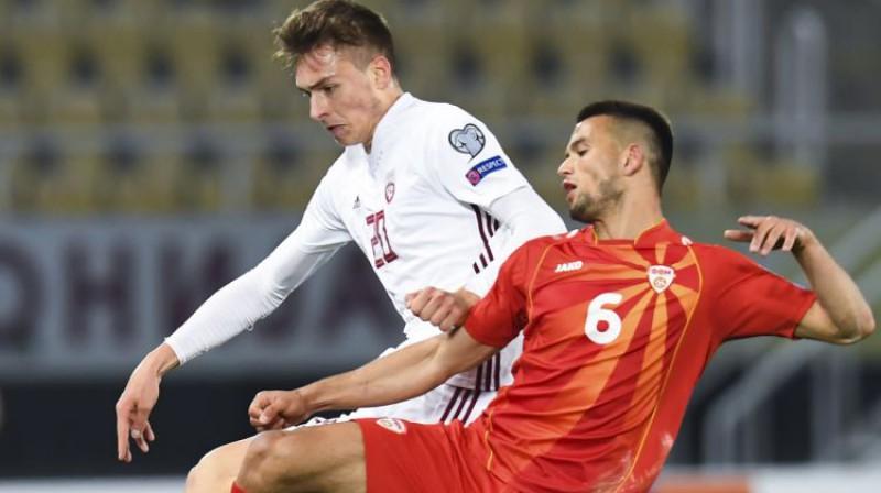 Roberts Uldriķis spēlē pret Ziemeļmaķedoniju. Foto: EPA/Scanpix