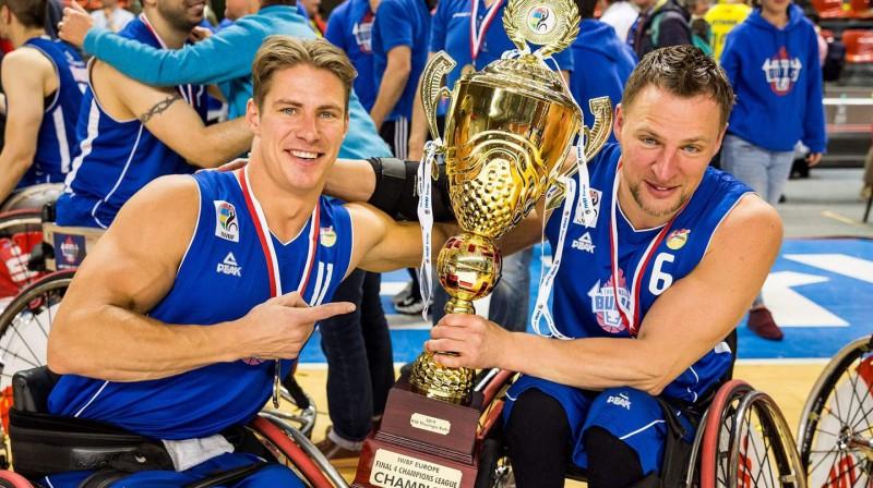 Kārlis Podnieks un Raimunds Beginskis pēc triumfa Čempionu līgā. Foto: Latvijas ratiņbasketbols