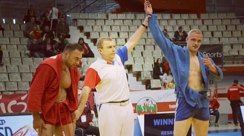 Viktors Reško pēc uzvaras Eiropas čempionāta cīņā. Foto no sportista Facebook profila