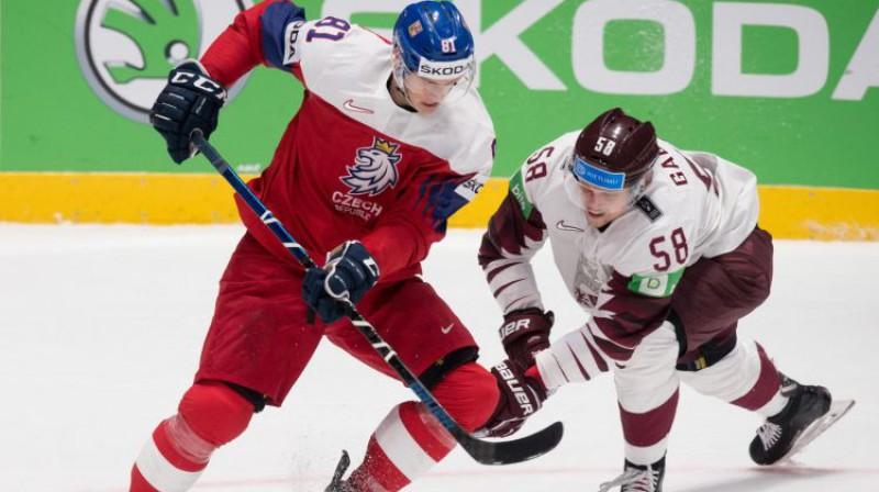 Dominiks Kubalīks PČ mačā cīņā ar Gunti Galviņu. Foto: AFP/Scanpix