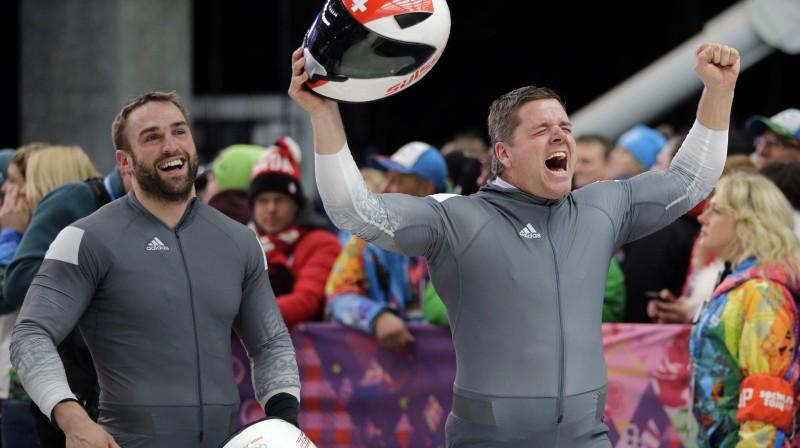 Beats Hefti un Alekss Baumans pēc finiša Soču olimpiskajās spēlēs. Foto: AP/Scanpix