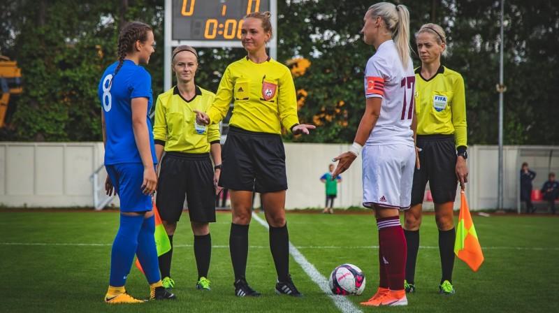 Bijušās komandasbiedrenes Viktorija Zaičikova (pa kreisi) un Anastasija Ročāne / Foto: Nora Krevņeva-Baibakova