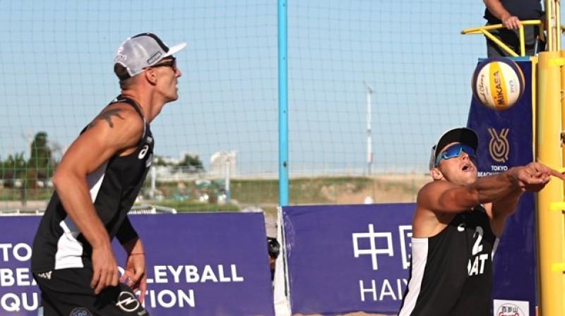 Mārtiņš Pļaviņš un Edgars Točs. Foto: beachvolleyball.ioqt.2019.fivb.com