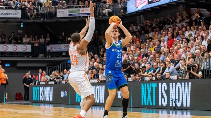 Rolands Freimanis izdara metienu. Foto: FIBA