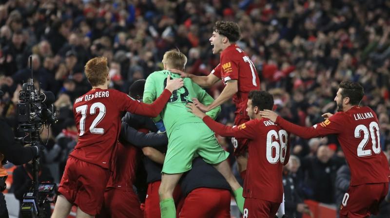 """""""Liverpool"""" spēlētāji priecājas par uzvaru. Foto: AP/Scanpix"""