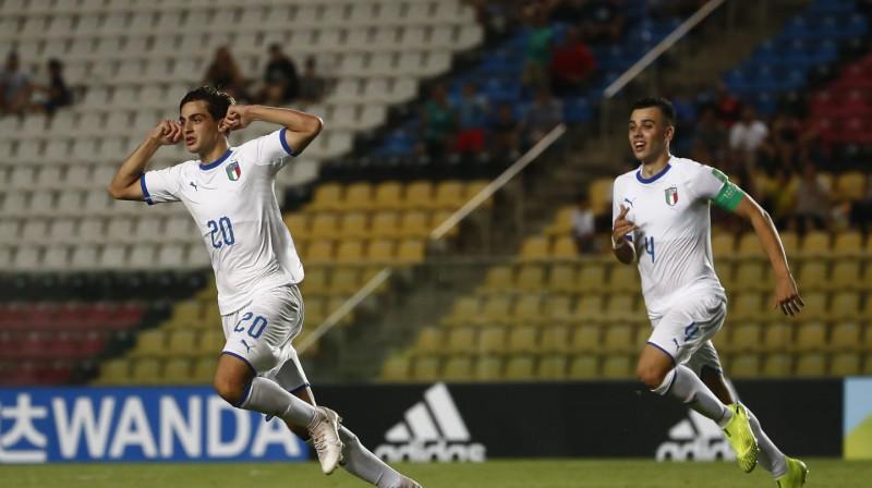 Itālijas U17 futbolisti svin vārtu guvumu. Foto: fifa.com