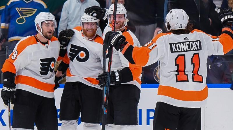 """Filadelfijas """"Flyers"""" hokejisti. Foto: Richard Ulreich/Zumapress.com/Scanpix"""