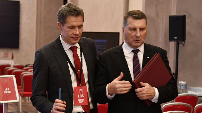 Edgars Šneps un Raimonds Vējonis. Foto: Romāns Kokšarovs, f64