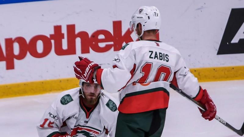 """Māris Diļevka un Bruno Zabis. Foto: """"Optibet"""" Hokeja līga"""