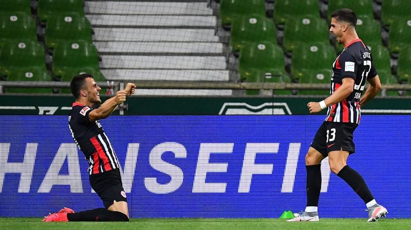 """Frankfurtes """"Eintracht"""" svin pirmo vārtu guvumu. Foto: Stuart Franklin/AFP/Scanpix"""