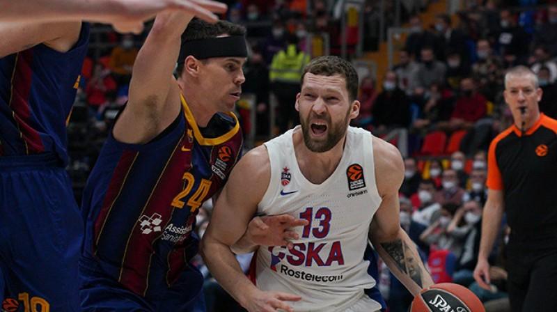 """Jānis Strēlnieks: 12 punkti zaudējumā pret """"Fenerbahce"""". Foto: CSKA"""