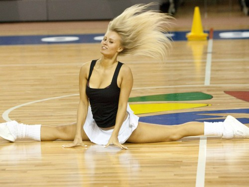 """Elīna Volesa  - Sportacentrs.com lietotāju simpātija """"VEF"""" karsējmeiteņu atlasē"""