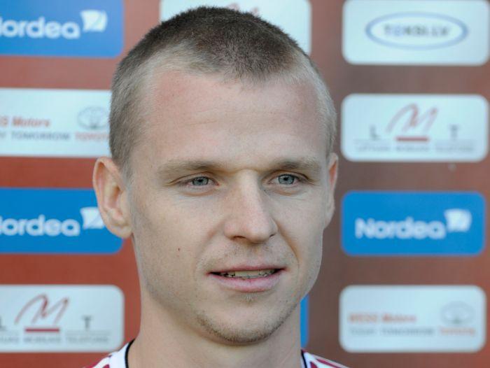 """Ivanovam līgums Rumānijā, Smirnovs pārbaudē """"Blackpool"""""""