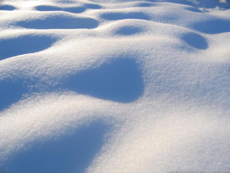 Februāra vidū gaidāms stiprs sniegs un sals. Tīriet laikus ēku jumtus!