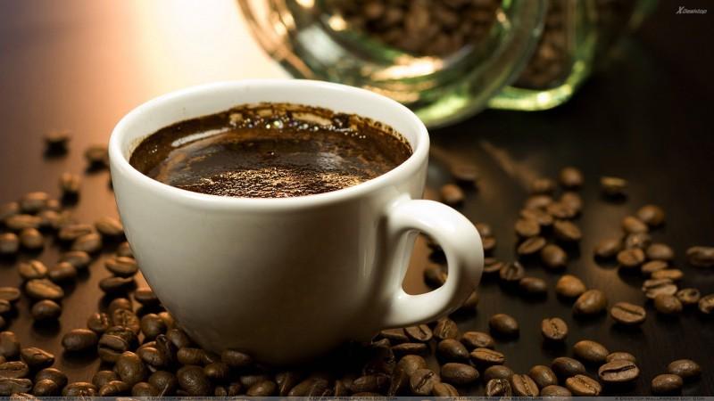 Aptauja: Latvijā visvairāk kafiju dzer baņķieri, mediķi, skolotājas