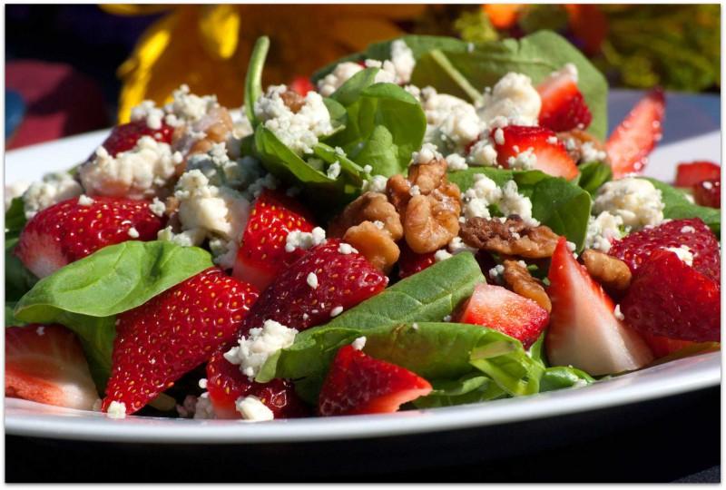 Zemeņu salāti ar zilo sieru
