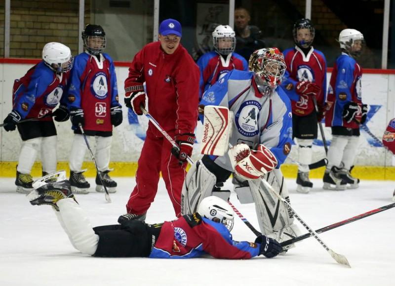 """Olimpiskajā centrā """"Ventspils"""" notiek starptautiska hokeja nometne"""