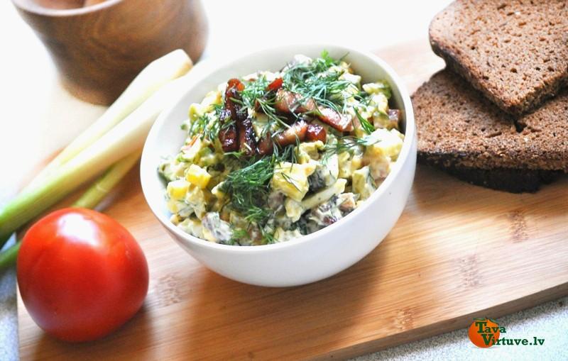 Avokado, kartupeļu un olu salāti ar žāvējuma garšu
