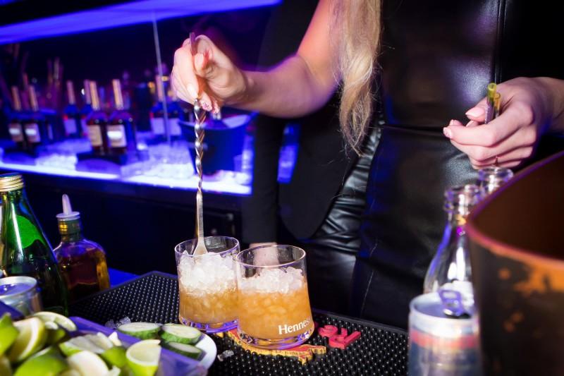 7 populārākās kļūdas, kuras nepieļaut, pasniedzot dzērienus