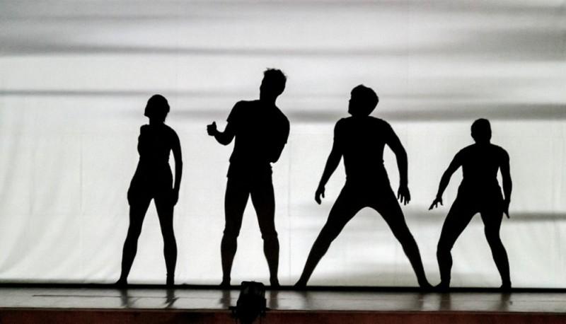 """Laikmetīgās dejas izrāde """"Ēnas"""" izstāžu zālē """"Rīgas mākslas telpa"""""""